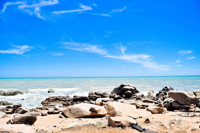 Biển ở Hồ Cốc rất sạch, nước biển trong xanh, có thể nhìn thấy cả đáy biển. Ảnh: Hoang Dat.