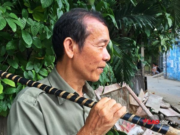 Tính đến nay chú Vũ đã gắn bó với công việc nhặt ve chai hơn 5 năm.