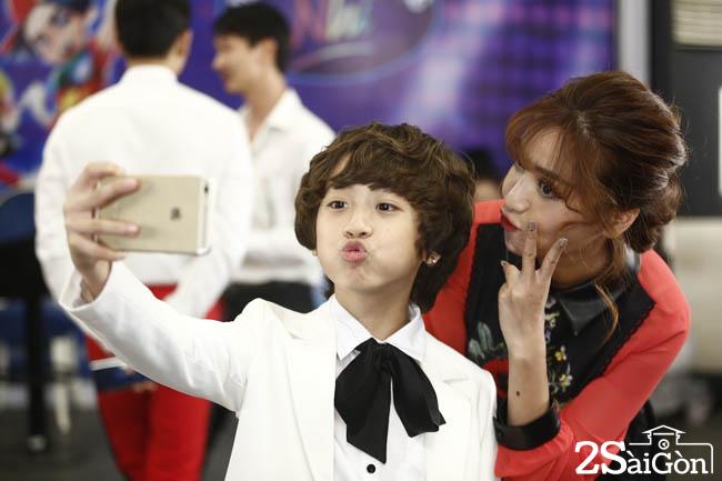 Gia Khiem selfie cung Bich Phuong truoc gio len song