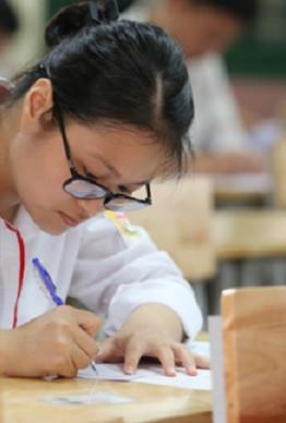 Thí sinh dự thi THPT quốc gia năm 2017. Ảnh: Ngọc Thành.