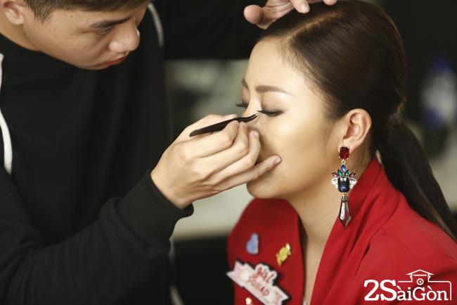 Van Mai Huong truoc gio len song (1)