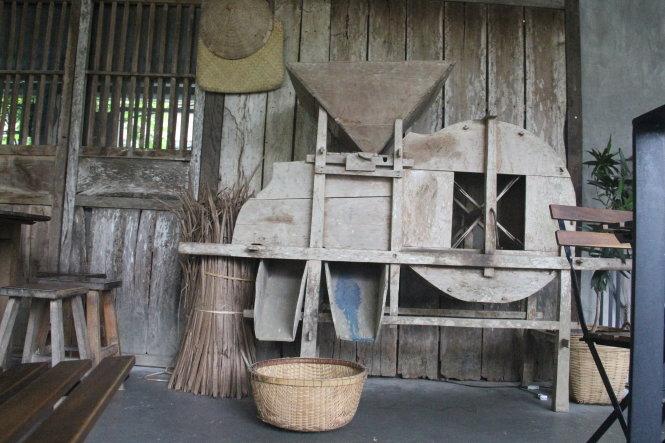 Chiếc máy quạt thóc đưa khách trở về tuổi thơ gắn với đồng quê