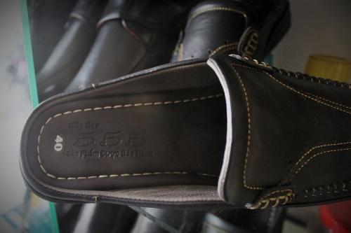 Tiệm giày 555 Tuyết Tiến nức tiếng một thời trong làng giày Khánh Hội về chuyên đo ni đóng giày. Ảnh: Ngọc Nhiên