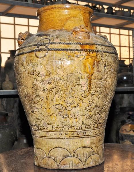 Ghè gốm Quảng Đức với hoa tiết hoa văn lạ, độc đáo