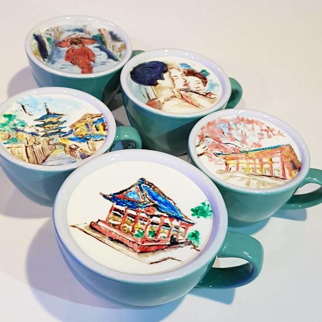 Những bức tranh nhỏ xinh, tỉ mỉ đến từng chi tiết được vẽ trên cốc cà phê.