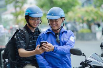 Sài Gòn nhiều thay đổi, mấy anh tài xế xe ôm uberMOTO giờ hiện đại hơn nhưng nụ cười thân thiện ấy vẫn y nguyên
