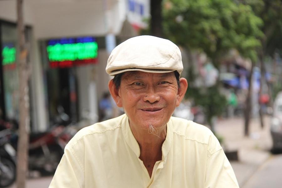 Ông Sơn có nụ cười hiền lành, chất phác.