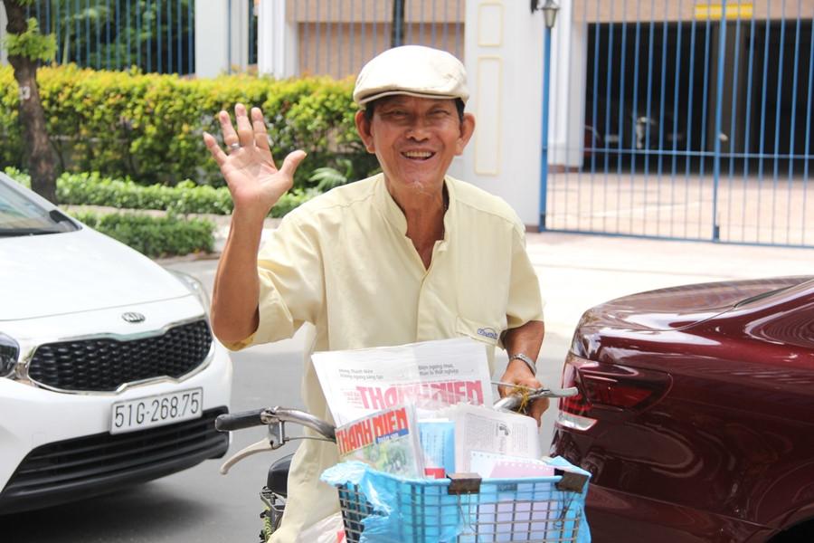 Ông Nguyễn Kim Sơn, 40 năm gắn bó với nghề bán báo thầm lặng. ẢNH LÊ NAM