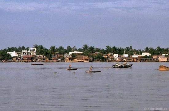 Ở vùng ngoại vi, cảnh vật bên sông Sài Gòn vẫn còn khá đơn sơ.