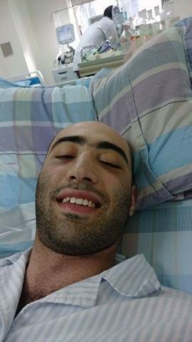 Nụ cười lạc quan của anh trên giường bệnh.
