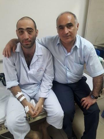 Biết tin con trai bị bệnh hiểm nghèo, cha của Eldeniz đã vội vã từ quê nhà Azerbaijan đến Việt Nam.