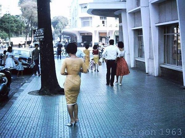Một góc phố giai nhân của Sài Gòn.
