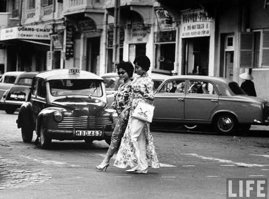 Quý cô Sài Gòn xưa vừa hiện đại, vừa đài các.
