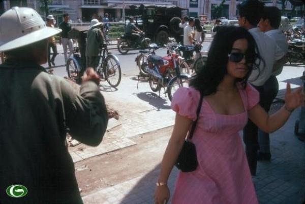 Sexy thì sao phải đợi? Ngày xưa, quý cô Sài Gòn đã ăn chơi thế này cơ mà!
