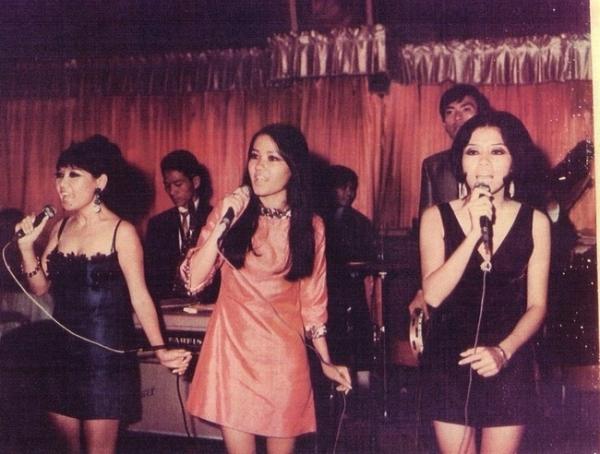 Appe Three - ban nhạc 3 cô gái chuyên biểu diễn ở các hộp đêm với lối ăn mặc vô cùng gợi cảm.