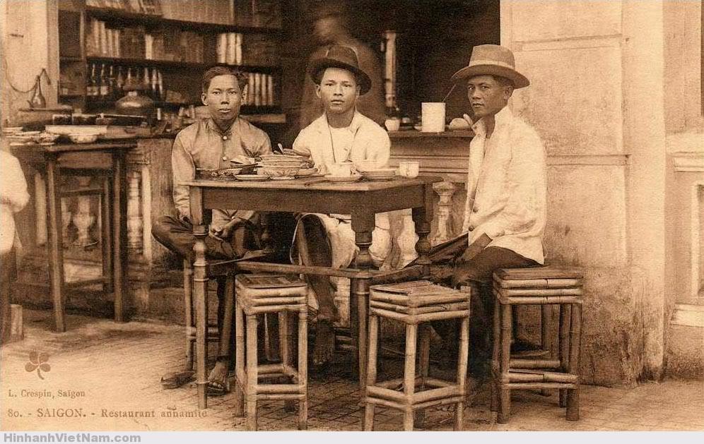 rong một trà quán của người Hoa ở Chợ Lớn những năm 1920