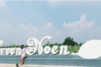 Để đến với Nông trang xanh này, từ Sài Gòn bạn đi theo hướng QL22 đến cầu vượt Củ Chi. Chạy qua cầu vượt 2km gặp đường Nguyễn Thị Rành. Rẽ phải đi tiếp khoảng 10km thì đến Green Noen.