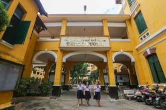 Nằm trên đường Nguyễn Bỉnh Khiêm (quận 1) rợp bóng cây xanh, trường THPT Trưng Vương là một trong những trường lâu đời, có kiến trúc không gian đẹp của thành phố. Trường được bình chọn là một trong những trường có kiến trúc Pháp đẹp nhất Sài Gòn.
