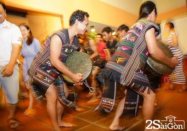 16 Giao lưu văn hoá cồng chiêng của người dân tộc