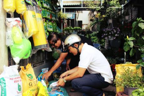 Sự cần cù nhẫn nại mỗi ngày nơi cửa hiệu của hai ông bà đã đủ vẽ nên muôn màu của Sài Gòn: Dù là ai với bất kỳ địa vị, độ tuổi nào, gắn bó với một công việc yêu thích làm mỗi ngày là niềm hạnh phúc. Nhất là ở một nơi chốn bình yên, bất chấp thời gian như thế nào thì dù có đánh đổi nhiều thứ cũng đáng lắm.
