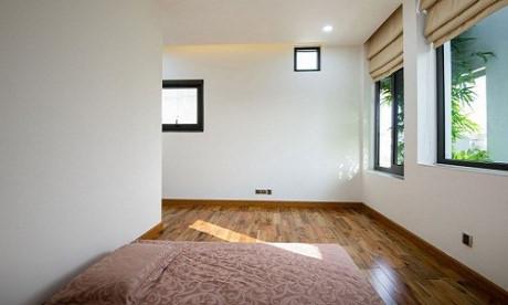 Góc phòng ngủ tràn ngập ánh sáng và năng lượng từ thiên nhiên.