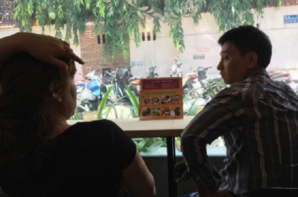 Quán nhỏ nằm trong hẻm nhưng khá đông khách bởi các món ăn đậm chất Hà Nội.