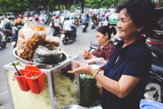 Dì Sáu, nhân vật làm ra dĩa gỏi đu đủ khô bò huyền thoại ở công viên Lê Văn Tám.
