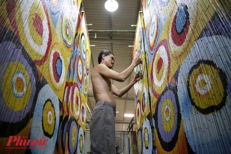 Từ xa xưa mành trúc là một vật dụng khá quen thuộc, được dùng để ngăn giữa các phòng, và còn được xem là bức tranh trang trí ở trong nhà. Đến nay sản phẩm độc đáo này đã được nhiều nước trên thế giới ưa chuộng và đón nhận.