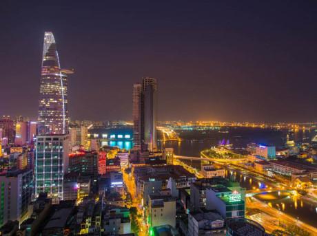Sài Gòn khoác lên mình một chiếc áo đẹp lộng lẫy khi màn đêm buông xuống