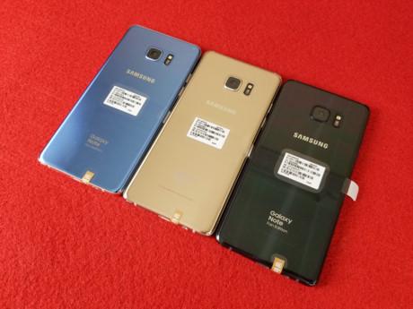 Các phiên bản này bao gồm màu xanh san hô (Blue Coral), đen (Black Onix) và vàng (Gold Platinum).