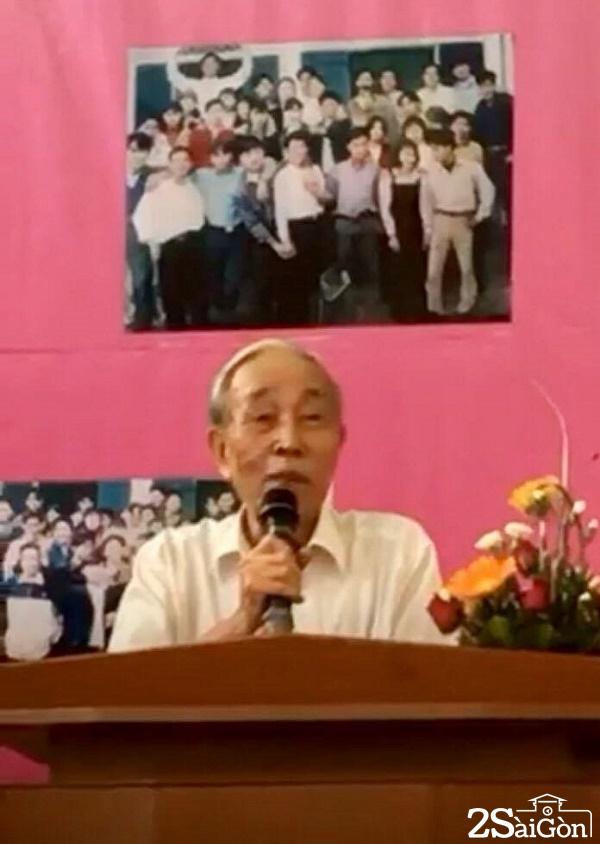 Thầy Trương Văn Minh - Nguyên hiệu trưởng phát biểu tại buổi lễ