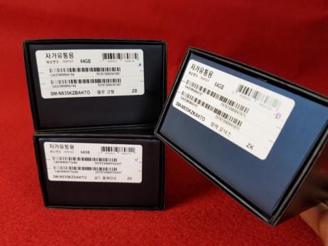 Khác với những chiếc Galaxy Note FE đầu tiên xuất hiện tại Việt Nam, những mẫu máy được nhập về trong đợt hàng này không còn logo của nhà mạng LG U+.