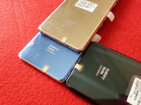 Theo thông tin mà anh Nguyễn Viết Bách, chủ cửa hàng nhập về chiếc Galay Note FE đầu tiên tại Việt Nam chia sẻ, hai phiên bản xanh và đen của máy được hỏi mua nhiều nhất.