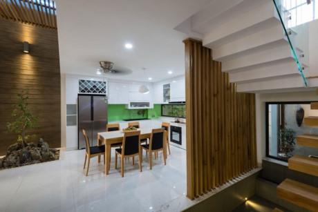 Những không gian xanh luôn xuất hiện trong ngôi nhà ngay cả phòng bếp cũng có.