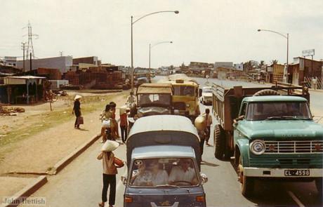 Giao thông ở Quốc lộ 1, cửa ngõ Sài Gòn.