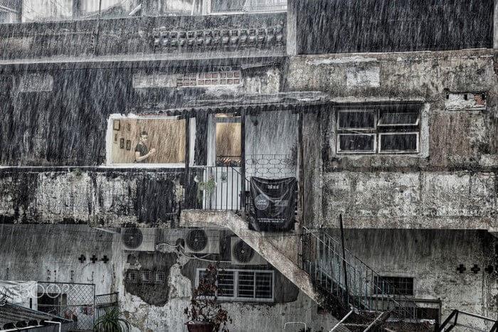 Tất cả chìm trong gám màu xám xịt của mưa - Ảnh: Neil Featherstone Xem nội dung đầy đủ tại: https://saigoncuatui.com/sai-gon-ngay-mua-cu-ngo-thu-ve-tren-pho-v101.php Nguồn: saigoncuatui.com