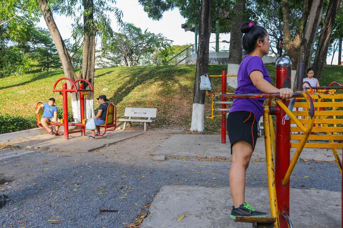 Năm 1999 chính quyền đã tìm thấy phần mộ của Tổng bí thư Trần Phú tại công viên này sau 68 năm ngày ông qua đời. Hiện, công viên Lê Thị Riêng có 80% mảng xanh trên diện tích 8 ha với nhiều đồi, cây cỏ, bồn hoa đan xen lối đi.