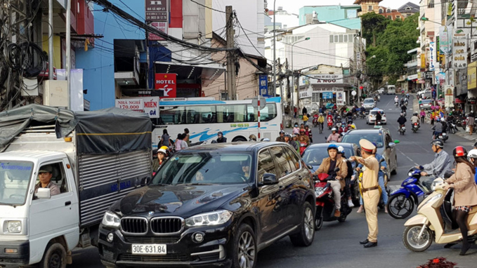 Điều tiết giao thông tại các giao lộ giờ cao điểm