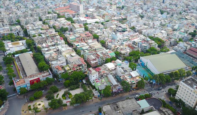 Cư xá Bình Thới và khu dân cư lân cận hiện nay được xây dựng sau khi giải tỏa khu nghĩa địa Nhị Tỳ Quảng Đông (quận 11). Đây là khu nghĩa địa lớn của cộng đồng người Hoa ở Sài Gòn trước năm 1975. Đầu những năm 1980, lãnh đạo TP HCM vận động giải tỏa khu nghĩa địa, lập những khu dân cư mới để sạch hóa địa bàn.