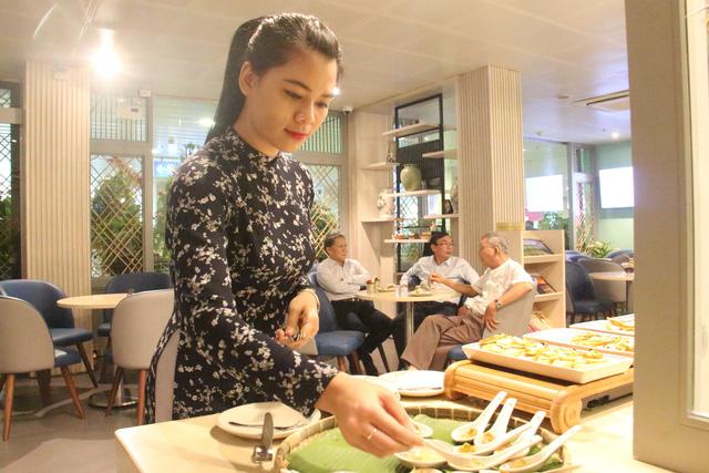 """Khu ẩm thực tại phòng chờ với những món ăn đa dạng mang đậm """"hơi thở"""" Sài Gòn."""