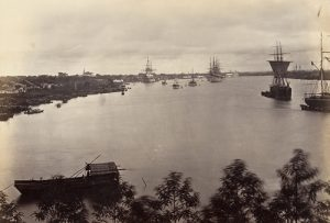 Tàu bè ra vào sông Sài Gòn thế kỷ 19, thành phố còn hoang vu, nhiều rừng rậm. Ảnh: Flickr