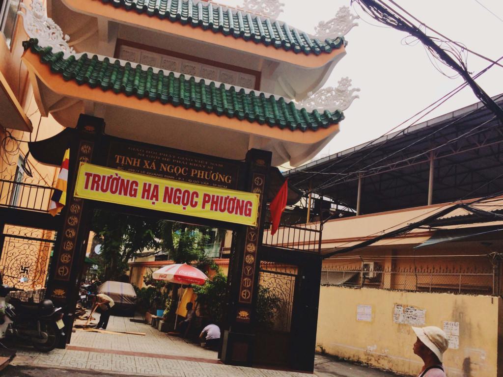 5. Hẻm thiền: Nấp mình trong một con hẻm nhỏ ở 498 Lê Quang Định, những ngôi chùa ở đây chia nhau từng góc hẻm nhẹ nhàng và nghiêm nghị, vậy nên người ta gọi gọn đây là hẻm thiền.