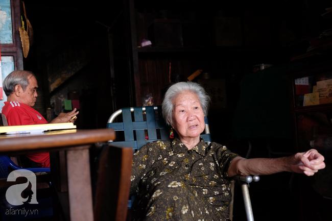 """""""Khi ấy, chợ Bến Thành vẫn còn đang trong quá trình xây dựng. Hồi đó, người ta gọi nguyên khu Bến Thành này là chợ Sài Gòn. Tiệm trà mở được ít lâu thì làm ăn rất được, vì cả chợ chỉ mình gia đình tôi bán trà. Dần dà, từ Sài Gòn, gia đình tôi giao trà cho khắp các tỉnh thành Nam kỳ. Có tiền, cha tôi mua thêm ba căn nhà nữa trên đường Trần Quốc Toản (đường 3-2 ngày nay) để mở rộng thị trường"""" – bà Quyên nhớ lại."""