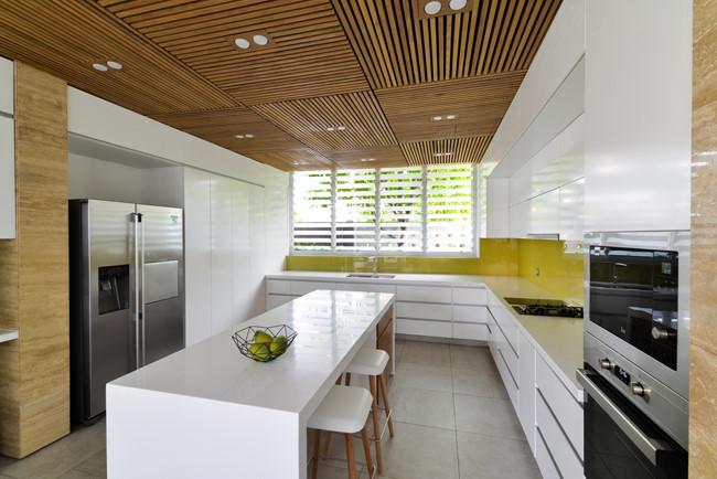 Phòng bếp vô cùng hiện đại và rộng rãi.