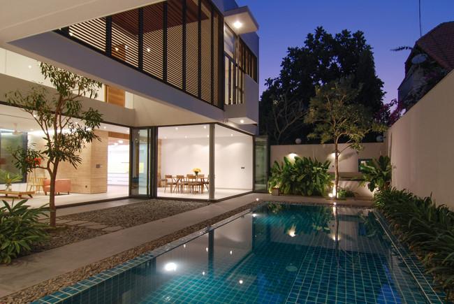 Cảm giác về đêm ngôi nhà đẹp lung linh khi bạn đắm mình xuống bể bơi mát mẻ