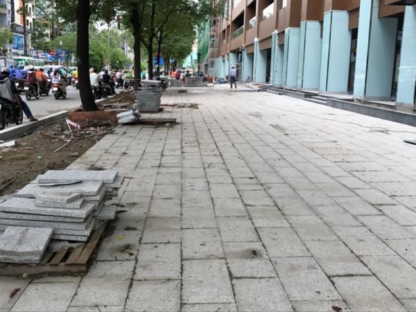 Mặt dựng phía trước của tòa nhà được lùi vào 3m so với trước đó. Ảnh VH