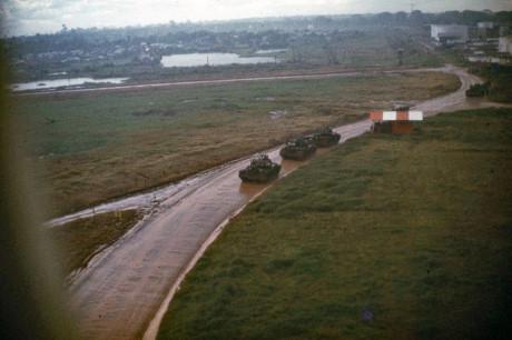 Xe tăng Mỹ được điều động tăng viện cho Sài Gòn. Ảnh: Jim Giarrusso.