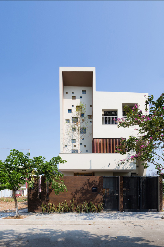 Công trình tọa lạc tại khu đô thị mới Thanh Mỹ Lợi, TP HCM.