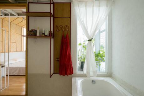 Góc phòng tắm thể hiện nét hiện đại, tươi mới trong ngôi nhà.