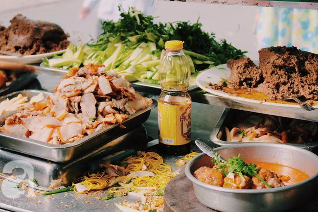 Xe bánh mì bình dị nhưng chứa đựng biết bao nhiêu kí ức của dân Sài Gòn xưa.